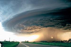 I cacciatori di tornado per scoprire i meccanismi che li originano.