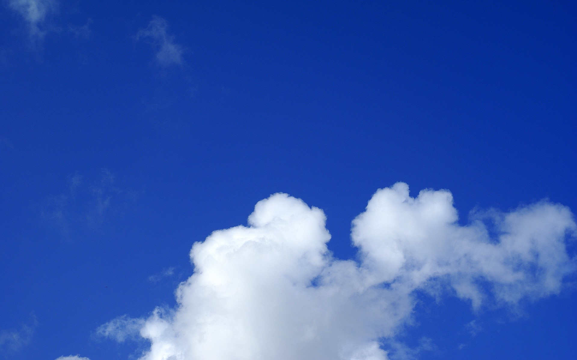Ecco perché cielo e mare sono blu.
