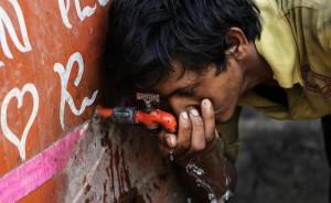 Il caldo killer in India sta seminando morte in tutta la nazione: ad oggi si contano oltre 2mila vittime