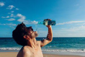 bere acqua male